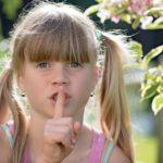 職場で隣の人がうるさい!黙らせる方法