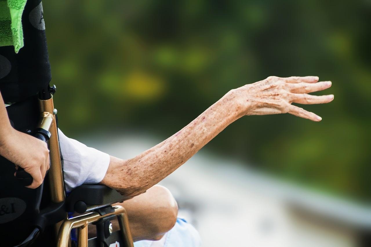 介護現場はセクハラが多い?理由と事例、対処法を介護経営者が解説の画像